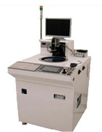 Das System ritzt den Wafer an, um es im Prozess danach in Chips zu spalten.