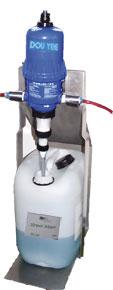 Wasserzusatzmittel verringern der Oberflächenspannung beim Sägen